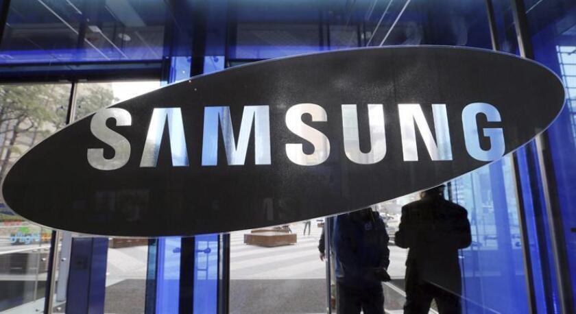 La multinacional surcoreana Samsung puso hoy fecha de presentación para su nuevo modelo de teléfono inteligente, el Galaxy S10, que tendrá lugar el 20 de febrero en San Francisco (California), una semana antes de que dé comienzo el Mobile World Congress (MWC). EFE/Archivo