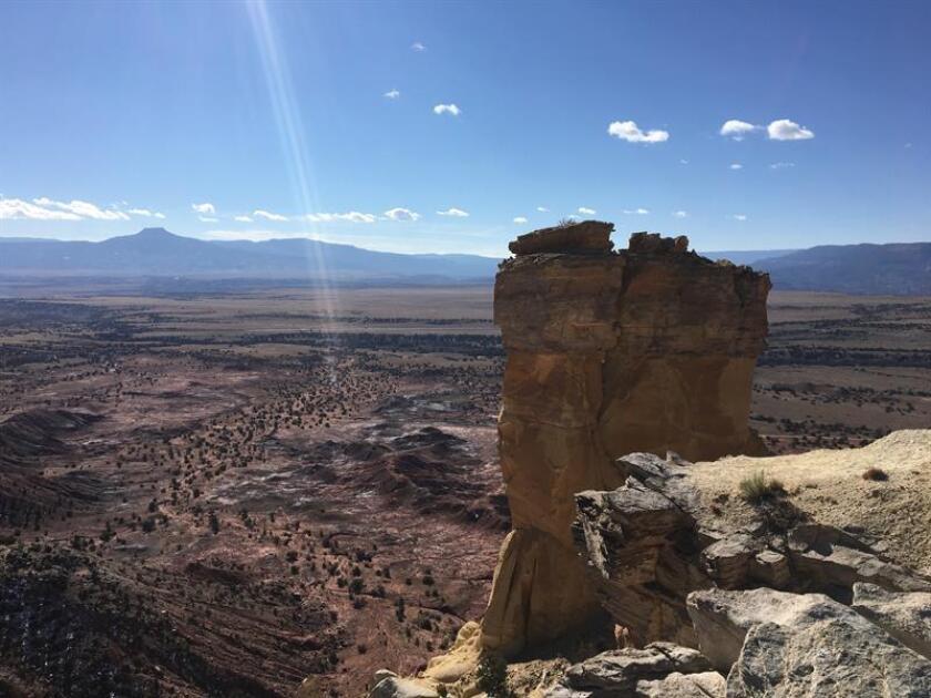 Fotografía del 18 de noviembre de 2018, de Chimney Rock, uno de los picos más visitados de Nuevo México, localizado en Ghost Ranch, en la localidad de Abiquiu, e inmortalizada por la pintora Georgia O'keeffe, quien residió y trabajó ahí durante años. EFE