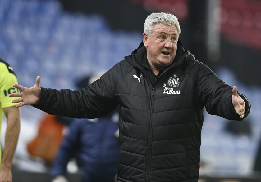 Newcastle's head coach Steve Bruce gestures as he talks with his players following the English Premier League soccer match between Crystal Palace and Newcastle United at Selhurst Park Stadium, London, Friday, Nov. 27, 2020. (Daniel Leal-Olivas/Pool via AP)