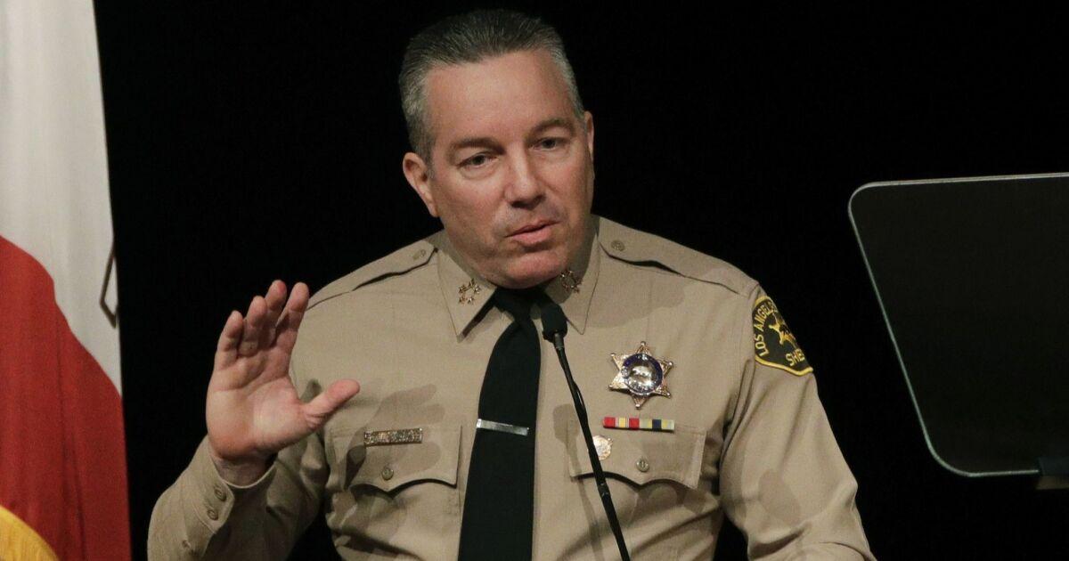 Pengawas mendesak Sheriff Villanueva untuk memperbaiki rekor coronavirus membayar sakit