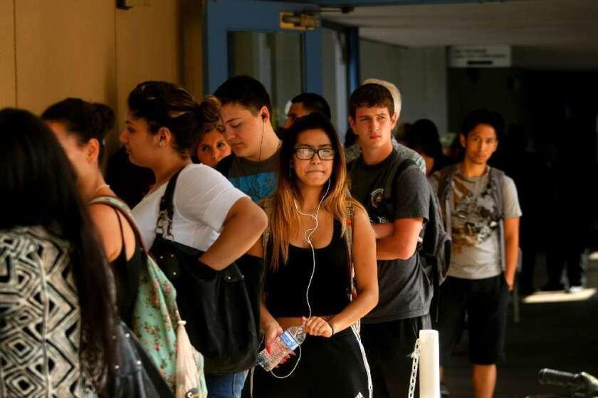 La legislación invierte 20 millones para que UC pueda asegurar la graduación de los nuevos estudiantes.