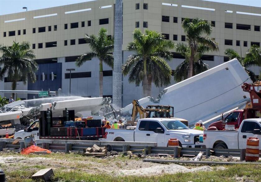 Vista del puente peatonal derrumbado en Universidad Internacional de Florida (FIU), en Miami (Estados Unidos). EFE/Archivo