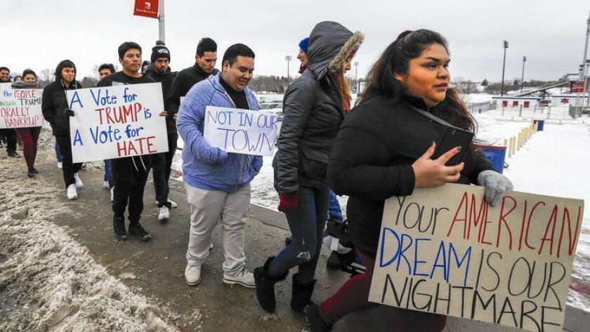 """""""Hemos logrado nuestro objetivo de que al menos 10.000 latinos en todo Iowa se comprometan a ir a un caucus esta noche"""", dijo el vicepresidente para el medio oeste estadounidense de la Liga de Ciudadanos Latinoamericanos Unidos (Lulac), Joe Enríquez Henry."""