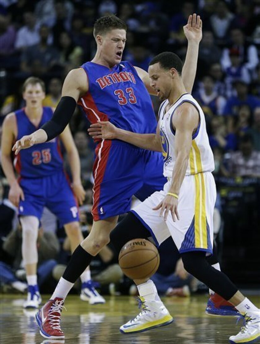 Golden State Warriors' Stephen Curry, right, drives against Detroit Pistons' Jonas Jerebko (33) during the first half of an NBA basketball game Wednesday, March 13, 2013, in Oakland, Calif. (AP Photo/Ben Margot)