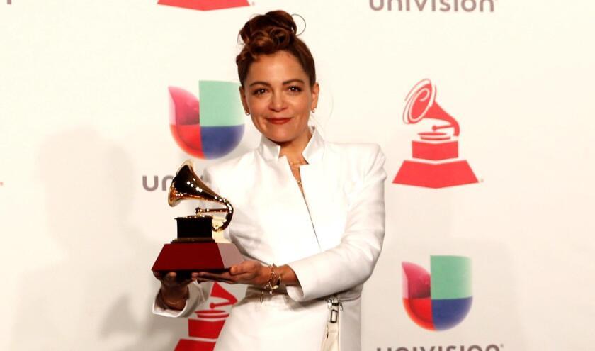 La cantautora mexicana Natalia Lafourcade incluyó en su discurso de agradecimiento a los centroamericanos que están cruzando actualmente el territorio mexicano.