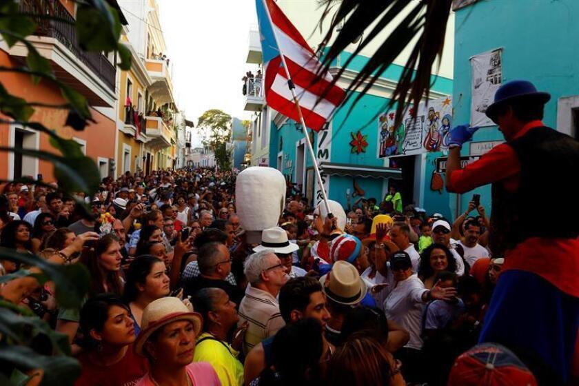 Las tradicionales Fiestas de la Calle San Sebastián, celebradas en el casco histórico del Viejo San Juan de la capital puertorriqueña, concluyen hoy con lo que la organización a informado es un éxito de asistencia y sin incidentes destacables que lamentar hasta el momento. EFE/Archivo