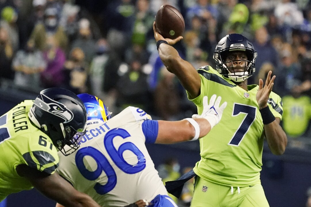 Seattle Seahawks backup quarterback Geno Smith turns to wide receiver DK Metcalf for a touchdown.