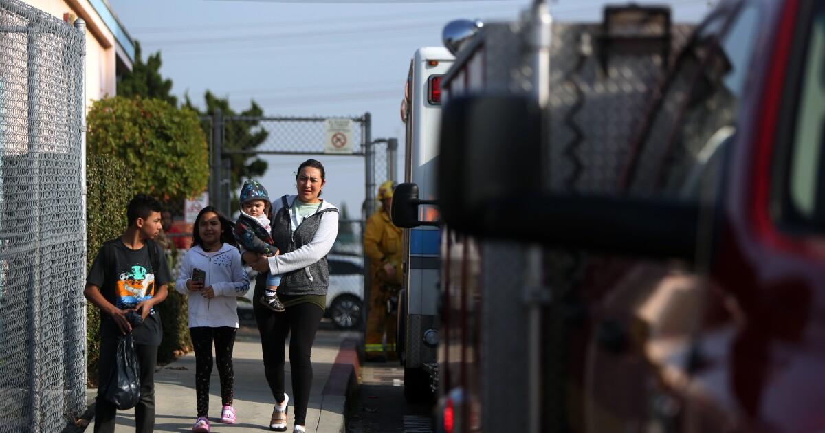 ジェット燃料投棄された学校、子ども火花を散らの質問や怒りの声