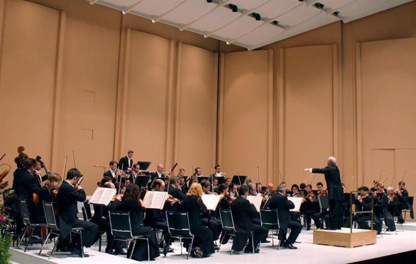 La Orquesta Sinfónica de Puerto Rico retomó hoy su temporada de conciertos, tras una pausa de más de dos meses por la emergencia que vive la isla caribeña por el paso del huracán María. EFE/ARCHIVO
