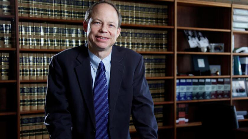 Una foto de 2011 muestra a Aaron Persky, juez de la Corte Suprema del Condado de Santa Clara, quien ha sido objeto de críticas por condenar al exnadador de la Universidad Stanford, Brock Turner, a sólo seis meses de prisión por agredir sexualmente a una mujer inconsciente.