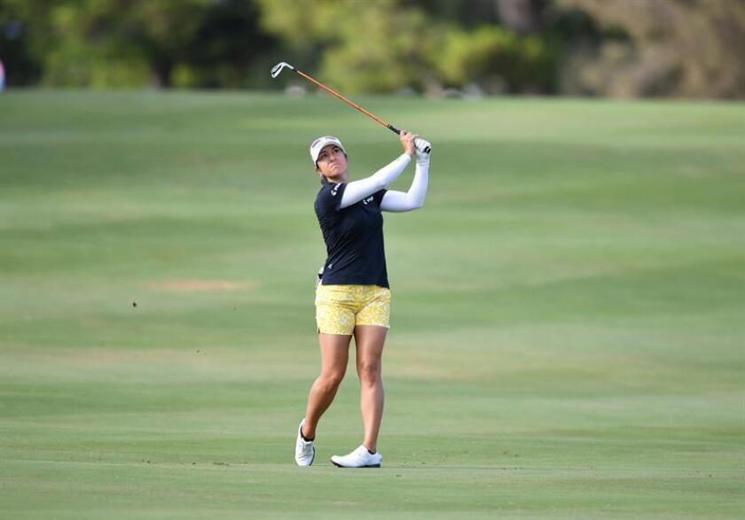En la imagen un registro de la golfista estadounidense Marina Alex, quien lidera, con 62 golpes -diez bajo par-, el Cambia Portland Classic de golf, incluido en el circuito LPGA. EFE/Archivo