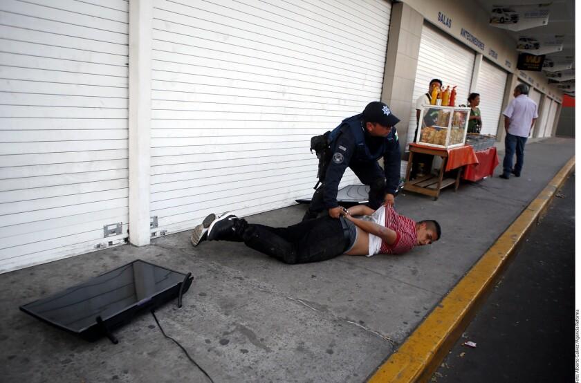 Una extensión de saqueos, protestas y psicosis marcaron el quinto día consecutivo de protestas contra el gasolinazo. Prácticamente en todo el país hubo algún incidente.