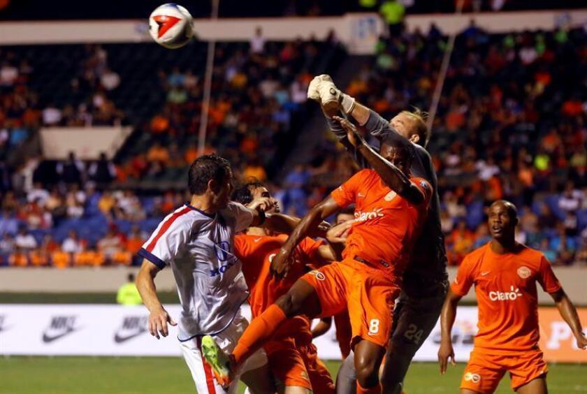 La Liga Puerto Rico (LPR), torneo de fútbol superior masculina organizada por la Federación Puertorriqueña de Fútbol (FPF), arranca hoy su primera temporada con ocho partidos, informaron sus organizadores. EFE/ARCHIVO