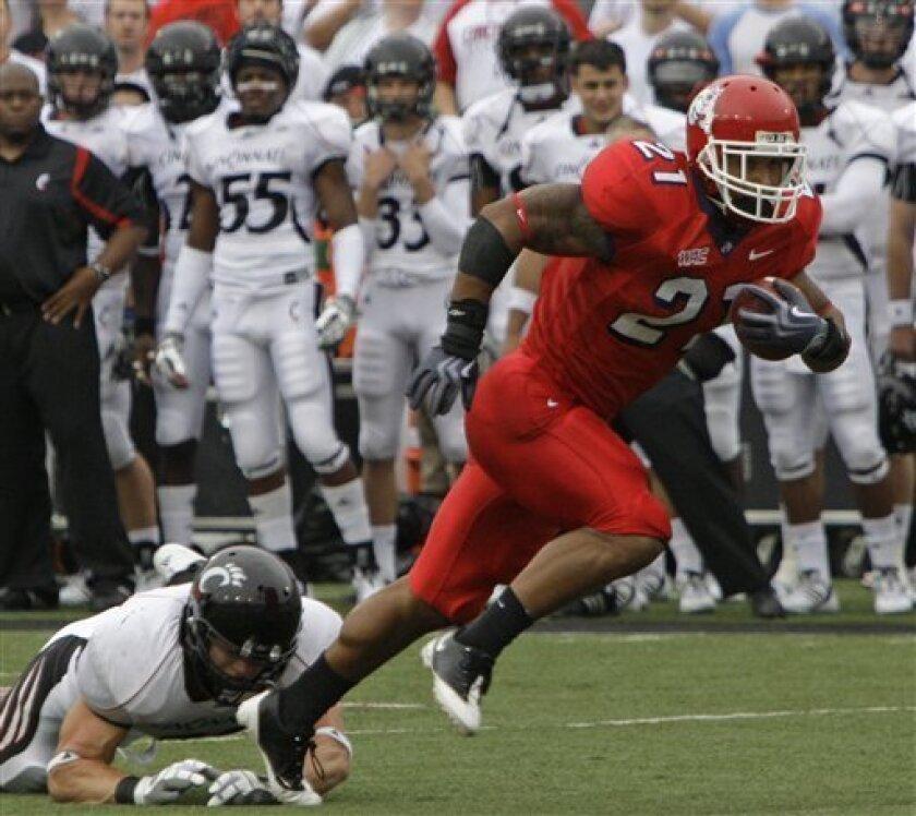 Fresno State running back Ryan Mathews (21) runs past a fallen Cincinnati defender during the first half of an NCAA college football game, Saturday, Sept. 26, 2009, in Cincinnati. (AP Photo/Al Behrman)