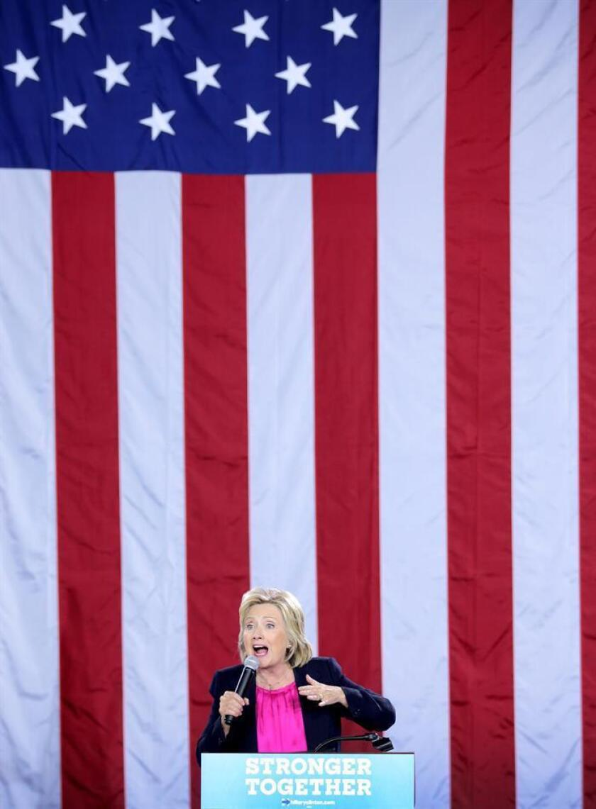 """Campaña de Clinton presenta dos anuncios en español sobre """"peligros"""" de Trump para tener un impacto entre los latinos."""