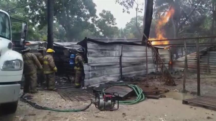 Fotograma obtenido de un vídeo donde se observa la explosión de un almacén de gasolina clandestino en el suroriental estado mexicano de Tabasco. EFE/MÁXIMA CALIDAD DISPONIBLE