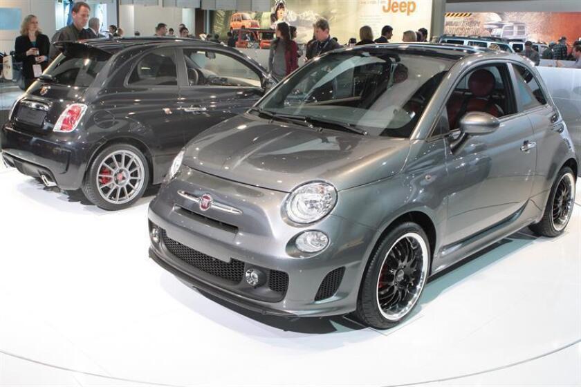 Fotografía cedida por Fiat que muestra dos Fiat 500. EFE/HO/JOE WILSSENS/FIAT/SOLO USO EDITORIAL