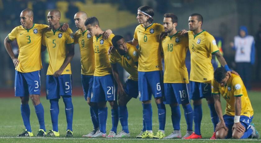 Los brasileños, tras ser eliminados en penaltis por Paraguay, en la Copa América.