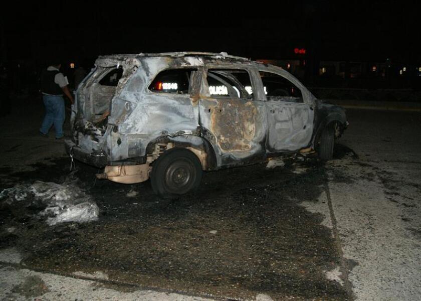 Las autoridades mexicanas localizaron 20 cadáveres, 17 de ellos calcinados dentro de vehículos, en el municipio de Miguel Alemán del nororiental estado de Tamaulipas, informaron hoy fuentes oficiales. EFE/Archivo