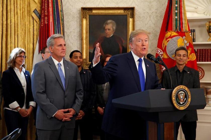 Trump anuncia que compañía Broadcom volverá a tener su sede principal en EEUU