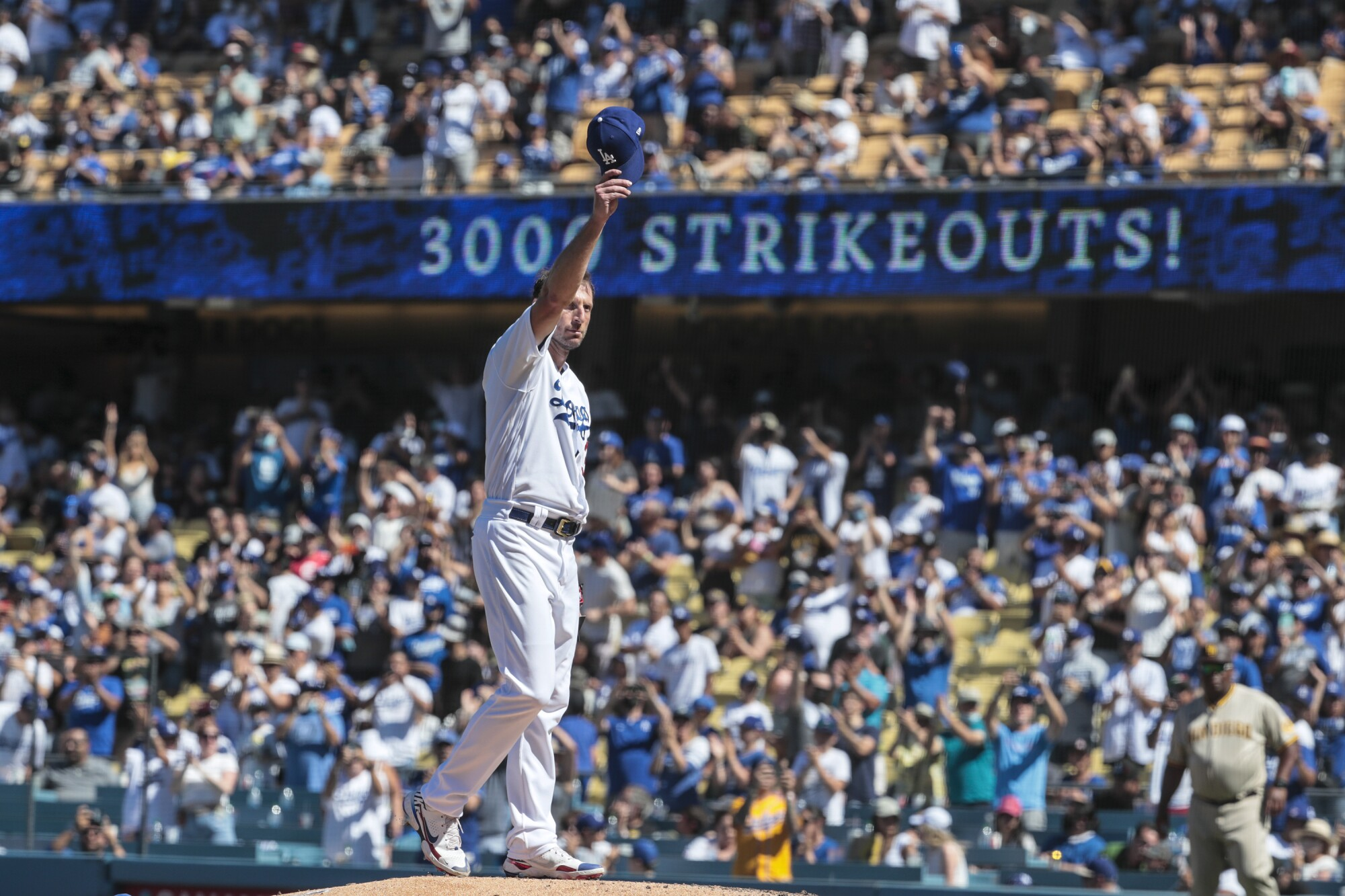 Los Angeles Dodgers starting pitcher Max Scherzer (31) salutes the crowd after his 3,000th career strikeout