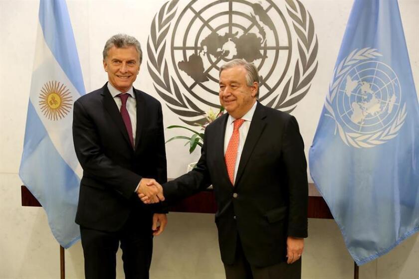 El presidente de Argentina, Mauricio Macri (i), se reúne con el secretario general de la Organización de las Naciones Unidas (ONU), Antonio Guterres (d), hoy martes, 7 de noviembre de 2017, en la sede de la ONU en Nueva York, Nueva York (EE.UU.). EFE