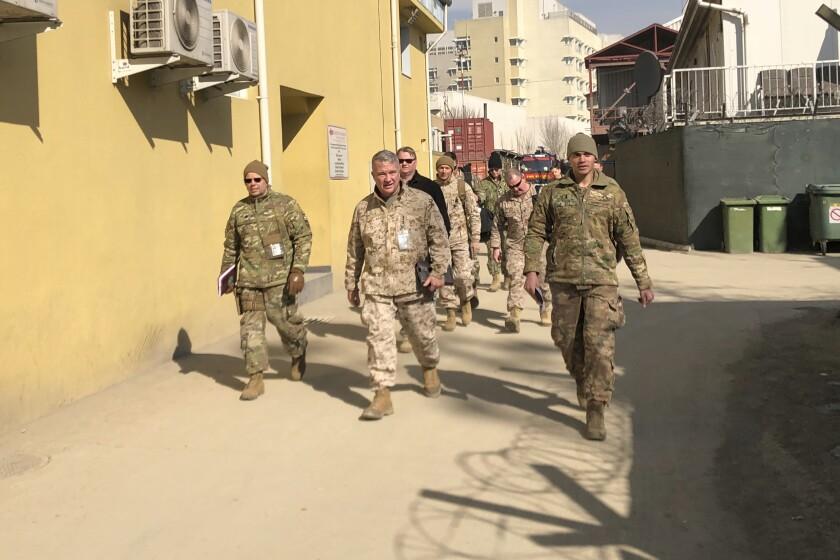 Análisis: Biden asume riesgo al sacar fuerzas de Afganistán