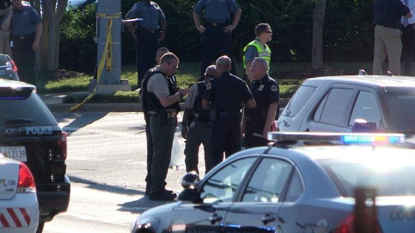 Captura de vídeo que muestra a la policía en el lugar donde se ha registrado un tiroteo en el edificio del diario local Capital Gazette ayer, jueves 28 de junio de 2018, en Annapolis, Maryland (EE. UU.). EFE