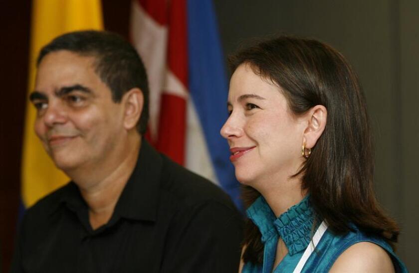 La viceministra de Asuntos Multilaterales de Colombia, Adriana Mejía (d), dio a conocer el tema de la cumbre que acogerá Medellín entre el 26 y 28 de junio próximos durante un Consejo Permanente de la Organización de los Estados Americanos (OEA), celebrado hoy en Washington. EFE/Archivo