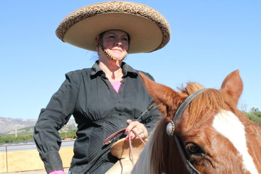 Jill Hogan es integrante de Charras Unidas de Villa.