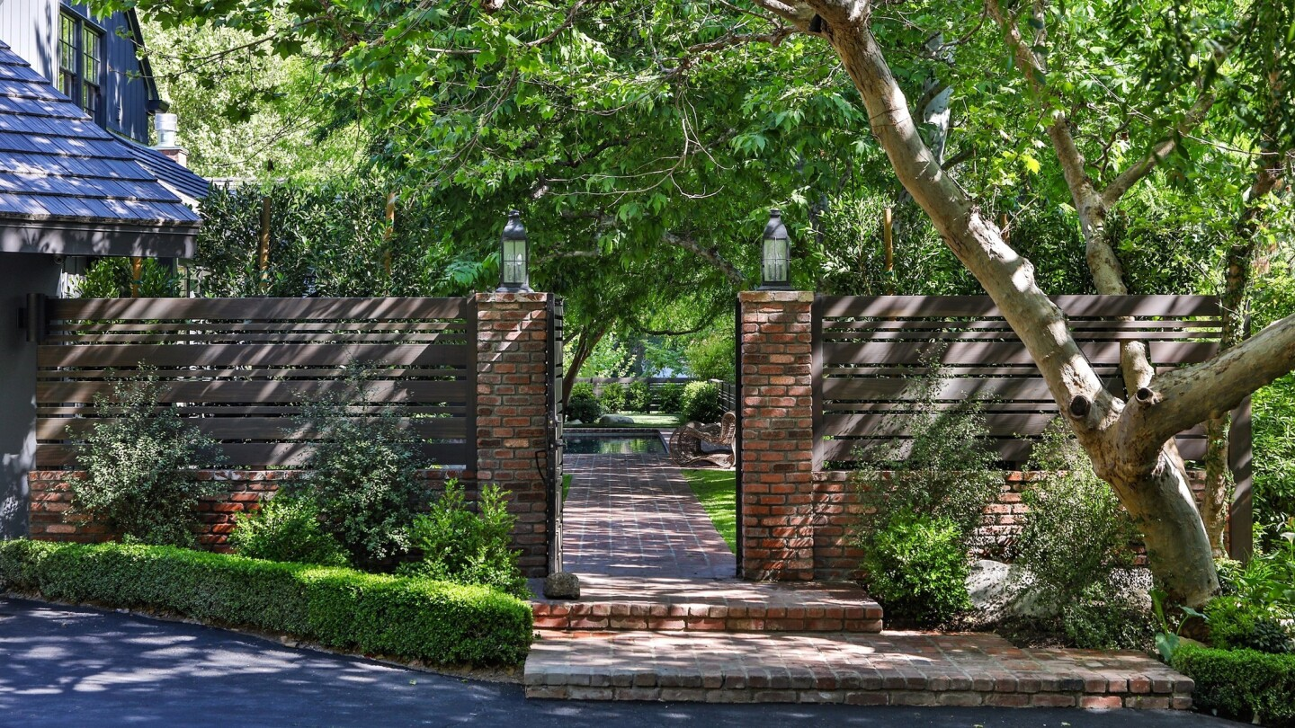Hot Property | Gary Collins & Mary Ann Mobley