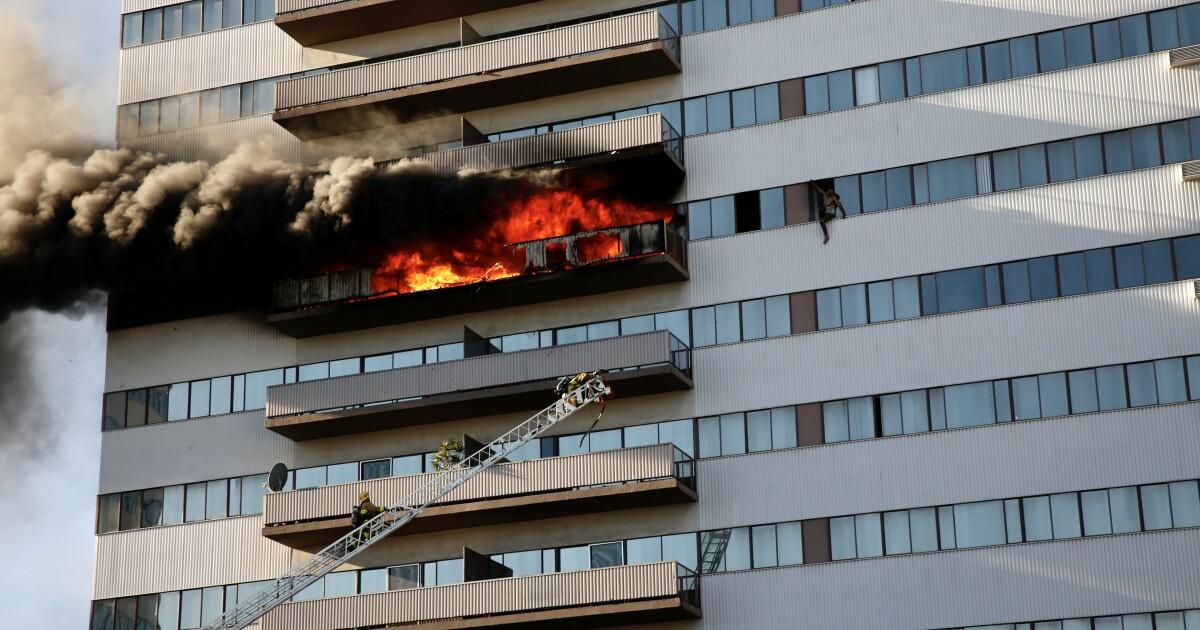 19歳の男性が死亡後火災でウエストサイドには高層