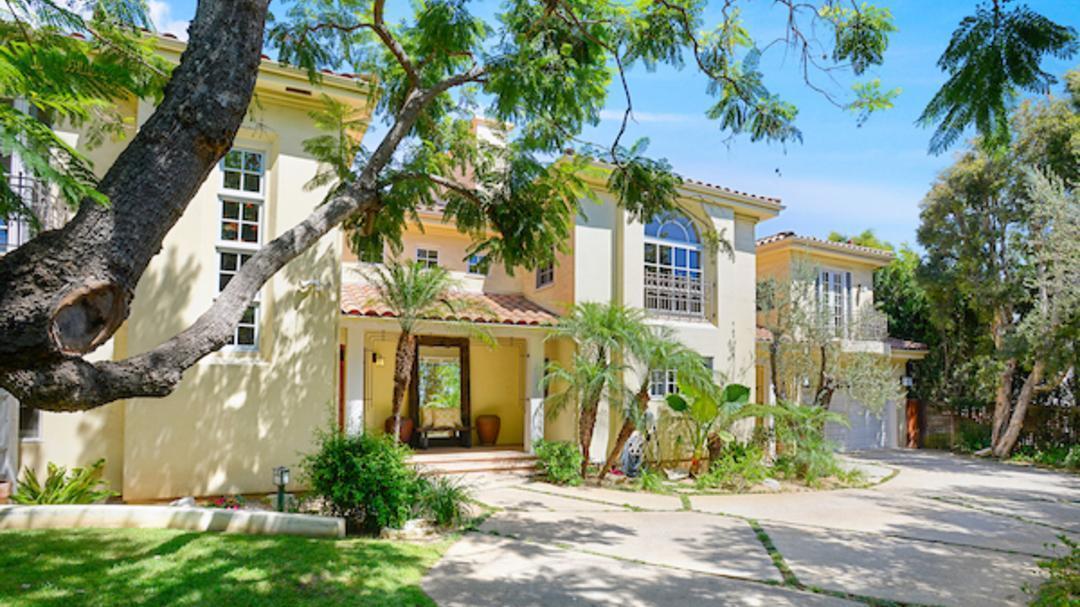 Alanis Morissette's Brentwood home   Hot Property