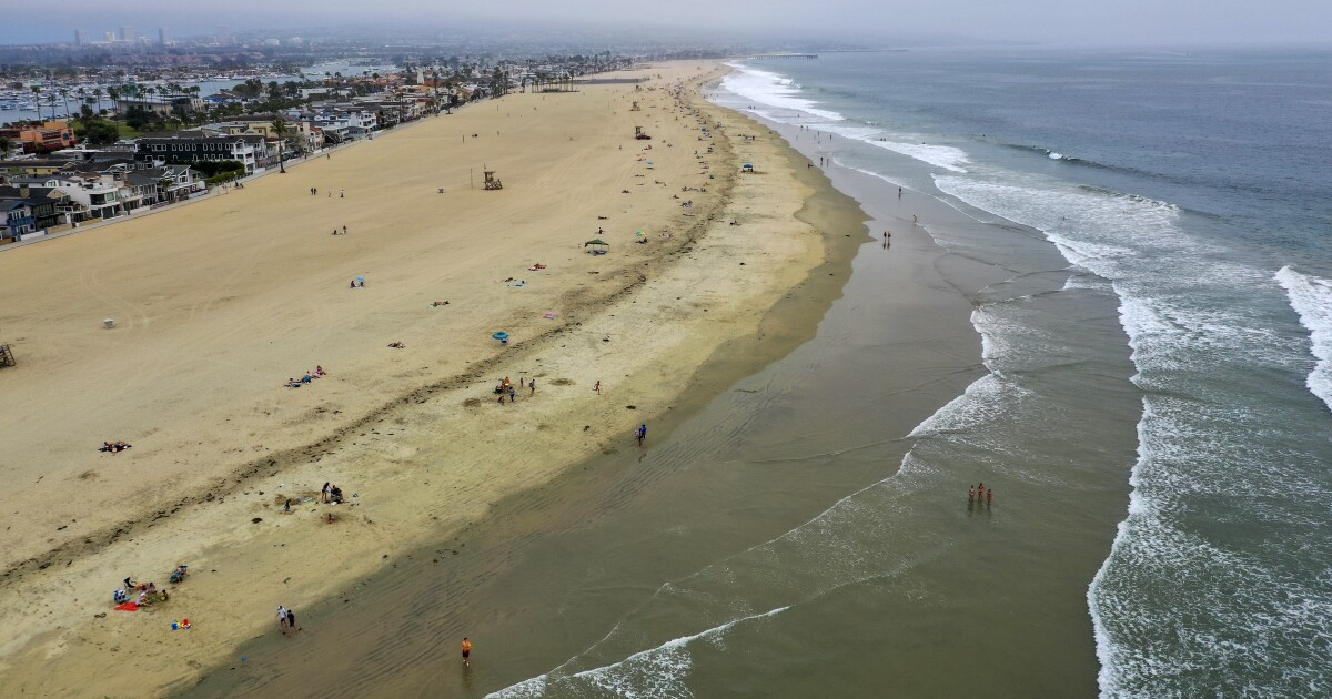 With high tides forecast, Newport Beach braces for possible flooding