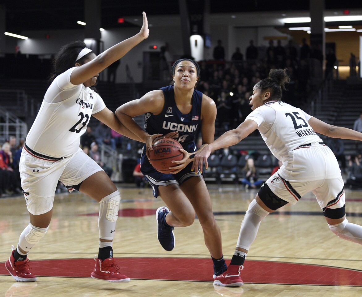 Photos: UConn women at Cincinnati