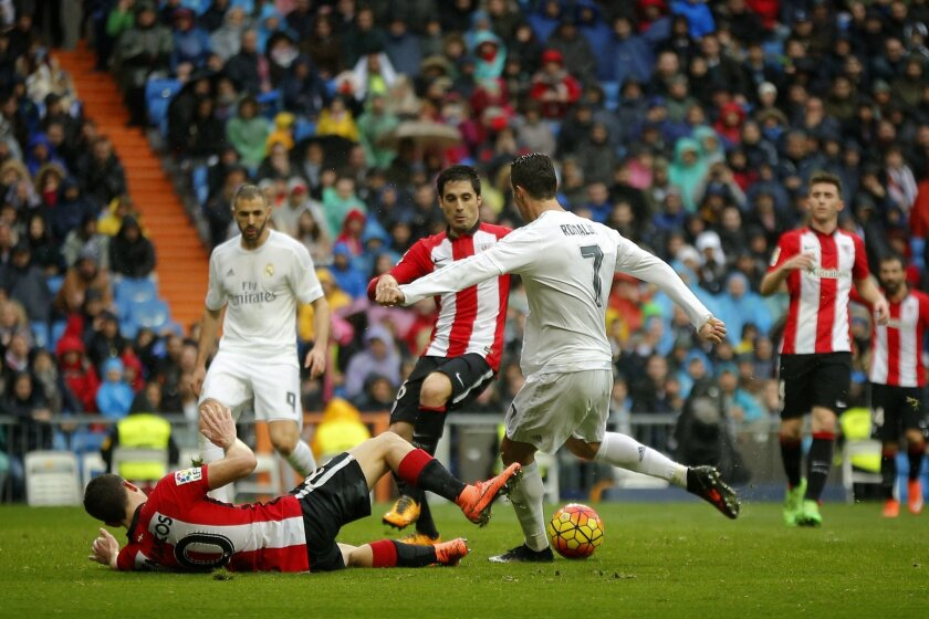 Real Madrid's Cristiano Ronaldo, right, scores a goal during a Spanish La Liga soccer match between Real Madrid and Athtletic Bilbao at the Santiago Bernabeu stadium in Madrid, Spain, Saturday, Feb. 13, 2016. (AP Photo/Daniel Ochoa de Olza)