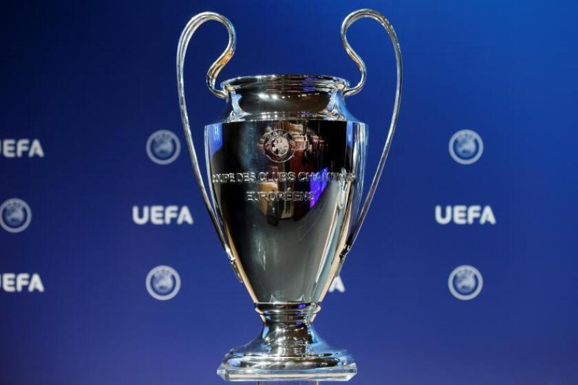 Imagen del trofeo de la Liga de Campeones en la sede central de la UEFA en Nyon (Suiza). EFE/Archivo