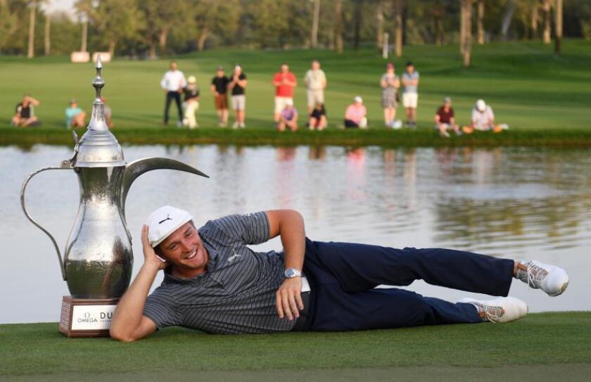 El estadounidense Bryson DeChambeau defendió su primer puesto para llevarse el título en el Omega Dubai Desert Classic, del Circuito Europeo de golf, al acabar el último recorrido con 64 golpes, y un total de 264, mientras que los españoles Sergio García y Alvaro Quirós finalizaron empatados y a ocho del ganador. EFE