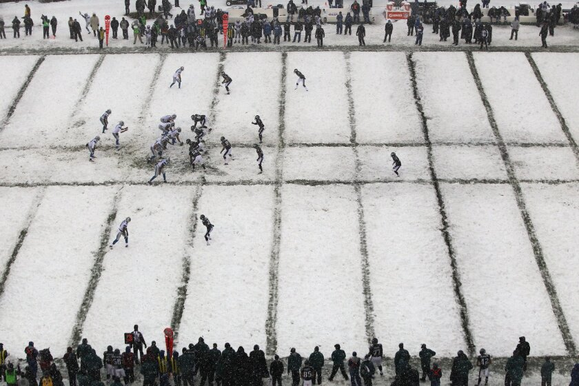 The Philadelphia Eagles and the Detroit Lions play in the snow during the third quarter of an NFL football game on Sunday, Dec. 8, 2013, in Philadelphia. (AP Photo/Philadelphia Inquirer, David Maialetti) PHILADELPHIA OUT; NEWARK, N.J. OUT; TV OUT; MAGAZINES OUT