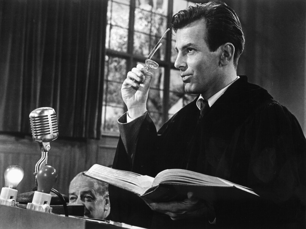 """Maximilian Schell won the lead actor Oscar for his portrayal of a defense attorney in the 1961 drama """"Judgment at Nuremberg."""""""