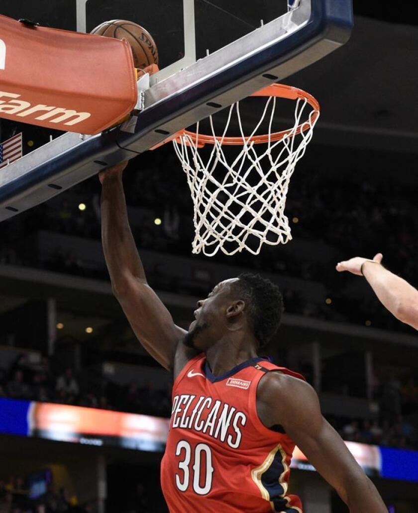 En la imagen un registro de Julius Randle, ala pívot de los Pelicans de Nueva Orleans, quien aportó un doble-doble de 22 puntos y 12 rebotes en el triunfo de su equipo 98-133 sobre los Cavaliers de Cleveland. EFE/Archivo