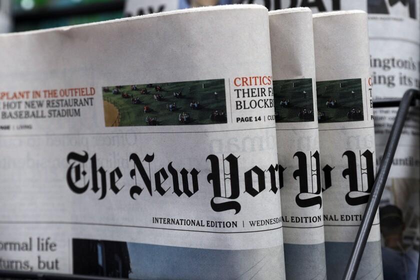 Copias del diario The New York Times exhibidas en un local en Hong Kong, el 15 de julio de 2020.