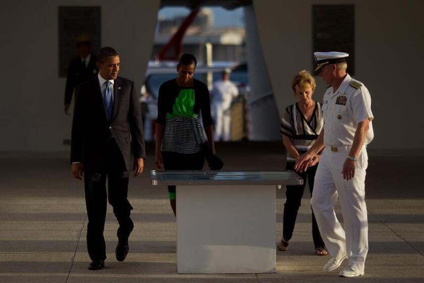 """El presidente, Barack Obama, honró hoy a los veteranos que lucharon y a los fallecidos en la batalla de Pearl Harbor coincidiendo con el setenta y cinco aniversario de aquel episodio histórico, y subrayó que aquella generación """"es la espina dorsal de la clase media"""" actual. EFE/ARCHIVO"""