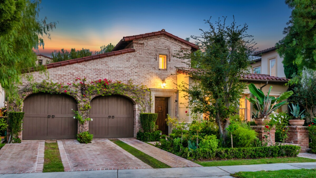 One Of Kobe Bryant S Former Homes Is Up For Grabs In Irvine Los Angeles Times