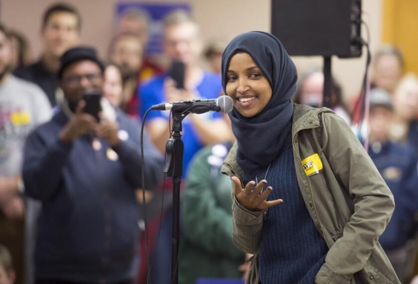 La demócrata Ilhan Omar habla durante un acto de campaña por el distrito 5 de la Cámara de los Estados Unidos, el lunes 5 de noviembre de 2018, en Mineápolis, Minesota (Estados Unidos). EFE/Craig Lassig/Archivo