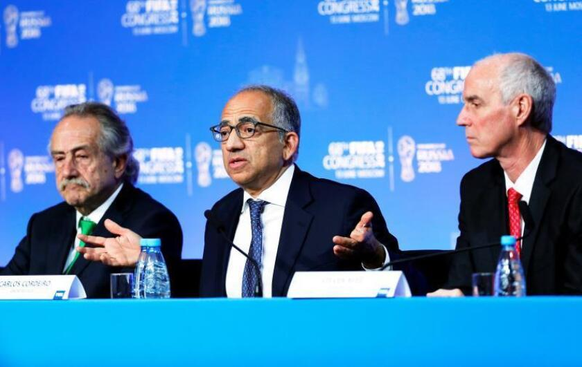 (L-R) Decio de Maria, president of the Mexican Football Federation, Carlos Cordeiro, president of the United States Soccer Federation and Steven Reed, president of the Canadian Soccer Association take part in a joint press conference after the FIFA Congress in Moscow, Russia. EFE