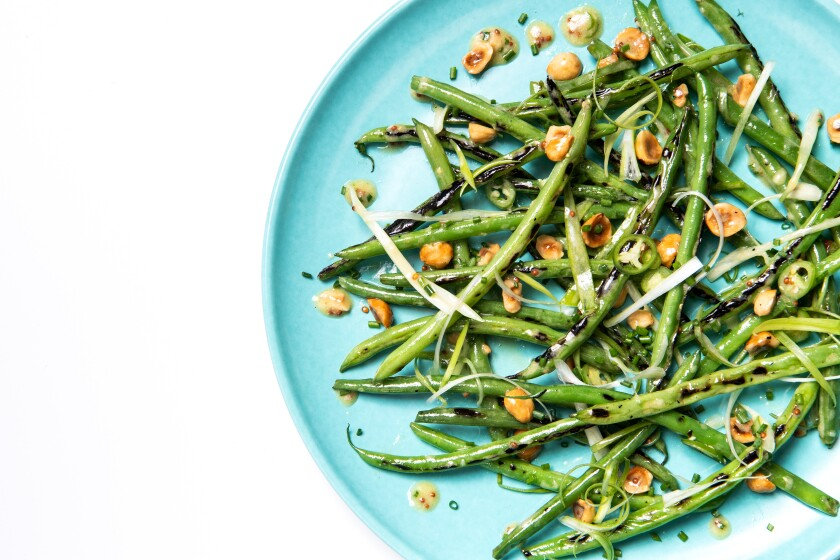 A plate of fresh green beans