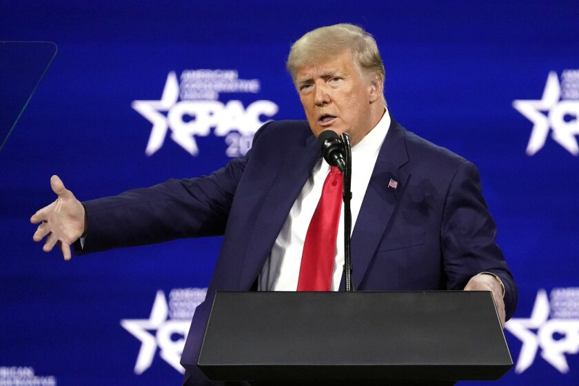 El expresidente Donald Trump da un discurso en la Conferencia de Acción