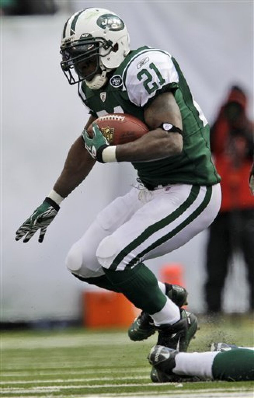 New York Jets running back LaDainian Tomlinson rushes during the first quarter of an NFL football game against the Green Bay Packers at New Meadowlands Stadium on Sunday, Oct. 31, 2010, in East Rutherford, N.J. (AP Photo/Kathy Willens)