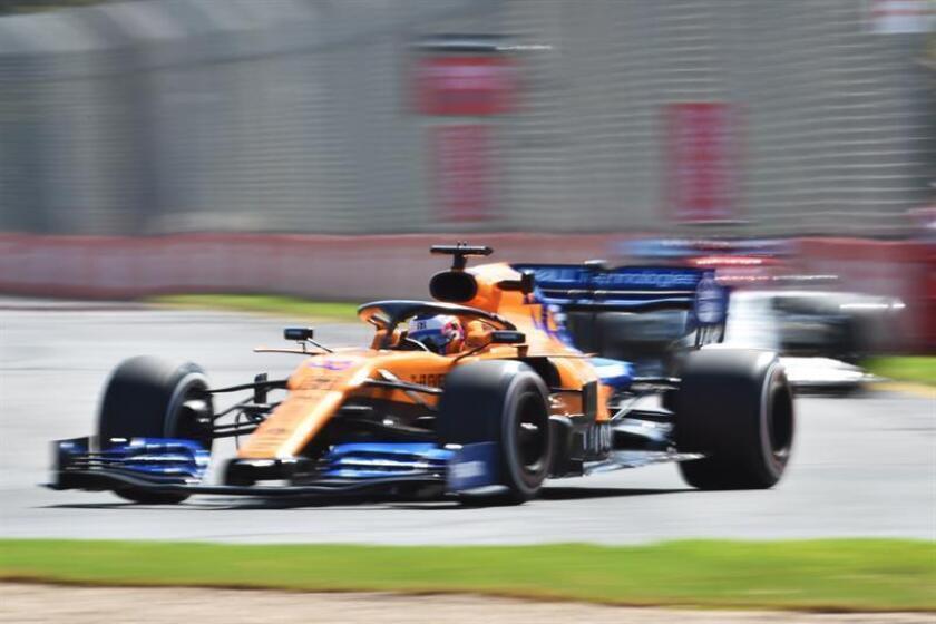 El piloto español Carlos Sainz de la escudería McLaren participa en la primera sesión de práctica antes del Gran Premio de Fórmula Uno Australia 2019, este viernes, en el Albert Park Grand Prix Circuit de Melbourne (Australia). EFE